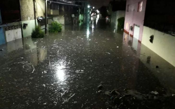 Intensa lluvia afectó a decenas de colonias de Ecatepec y Neza