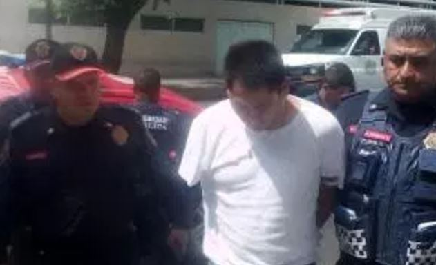 Arrojó gasolina a empleadas de una joyería en el Metro y amenazó con prenderles fuego para robar