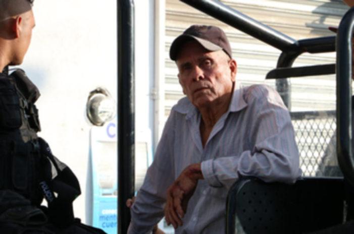 Anciano salvó a su familia del ataque de pandilleros, lo acusan de homicidio