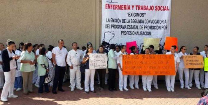 Más de 800 enfermeras toman hospital en Michoacán; exigen profesionalización