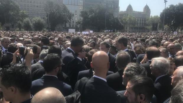 Miles guardan minuto de silencio en Barcelona; 'no tenemos miedo' vitorean