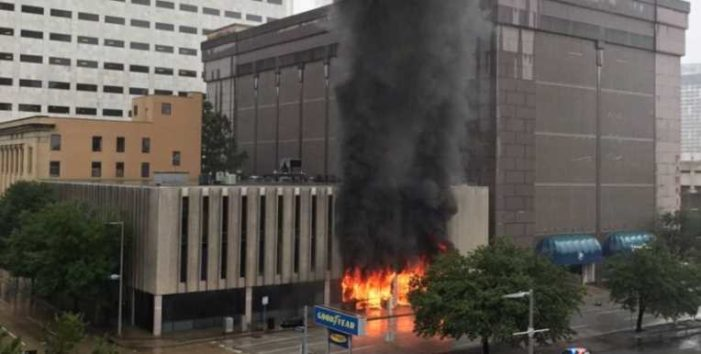 Registran fuerte explosión en edificio de Houston, Texas (video)