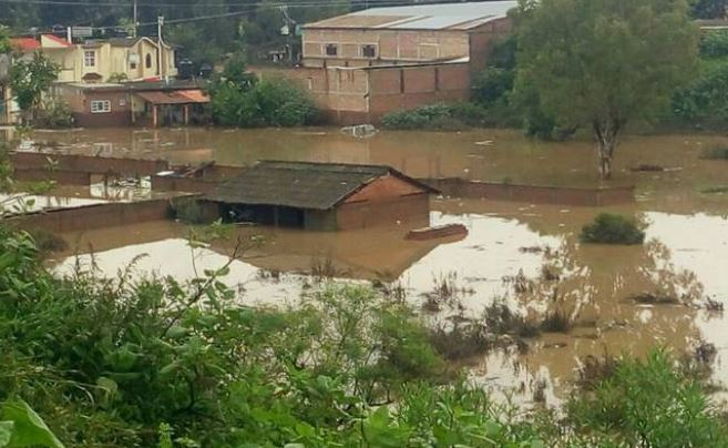 Intensas lluvias dejan un muerto, cuatro desaparecidos e inundaciones en Michoacán