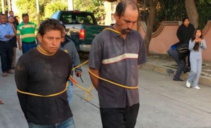 Humillan y amenazan con colgar a ladrones en Oaxaca