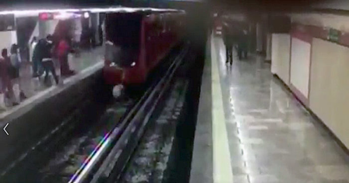 Hombre intenta suicidarse en Metro Merced (Video)