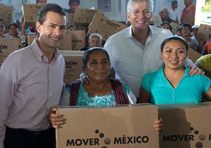 Inegi 'infló' ingresos de los más pobres para beneficiar a Peña Nieto