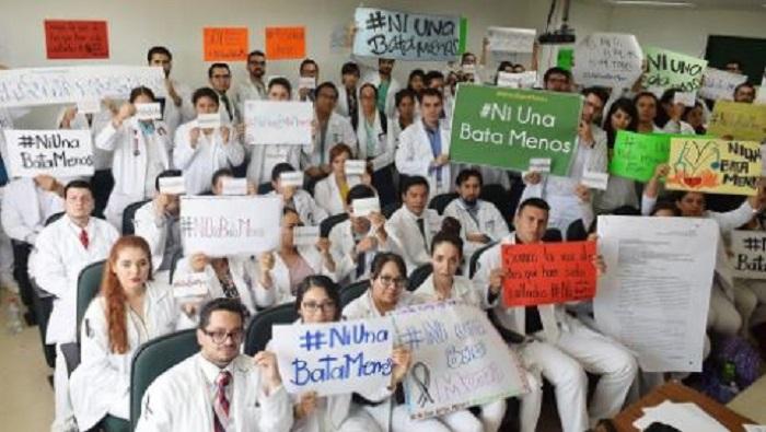 'Ni una bata menos': médicos se unen contra la inseguridad