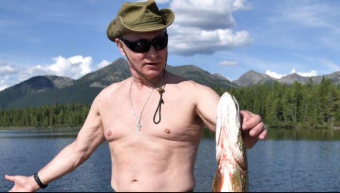 Así pesca Vladímir Putin en las heladas aguas de Siberia