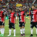 Salen jugadores del Atlas con el 4 de Márquez