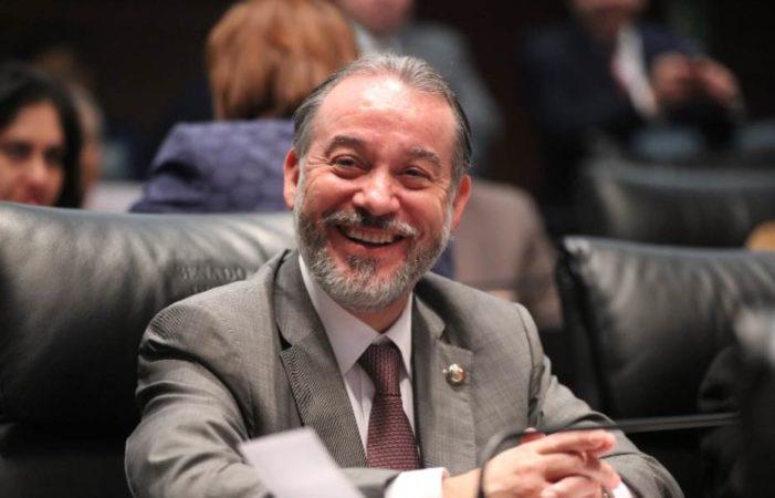 Raúl Cervantes renuncia como titular de la PGR