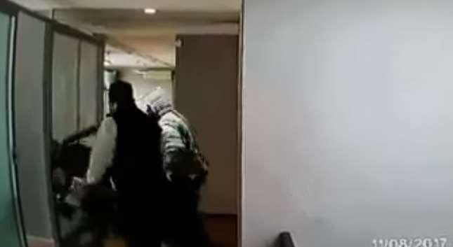 Tres sujetos roban oficina en Naucalpan (VIDEO)