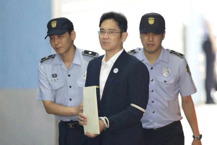 Por corrupción, tribunal condena a 5 años de cárcel a heredero de Samsung