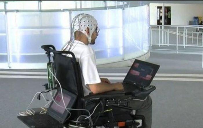 Mexicanos crean silla de ruedas capaz de manejarse con la mente