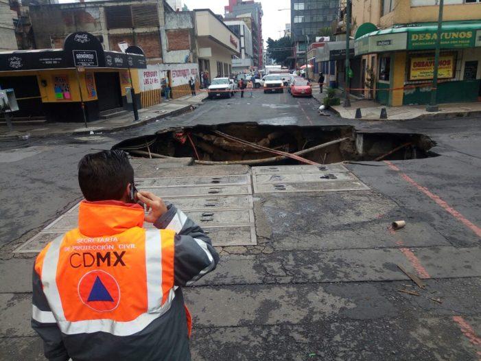 Reparación de socavón en el centro no tardará un mes, serán dos o más