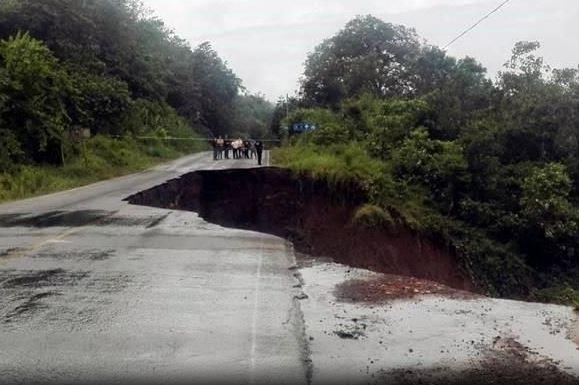 Se abre tierra a causa de fuertes lluvias en Veracruz