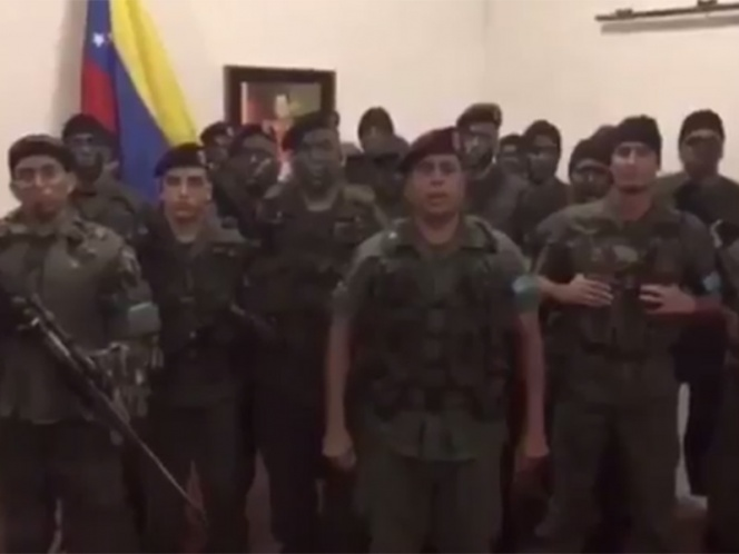 Militares se rebelan contra 'tiranía' de Nicolás Maduro (VIDEO)