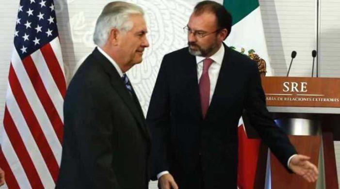 Cárdenas, legisladores y dirigentes llaman a Videgaray 'lacayo de EU'