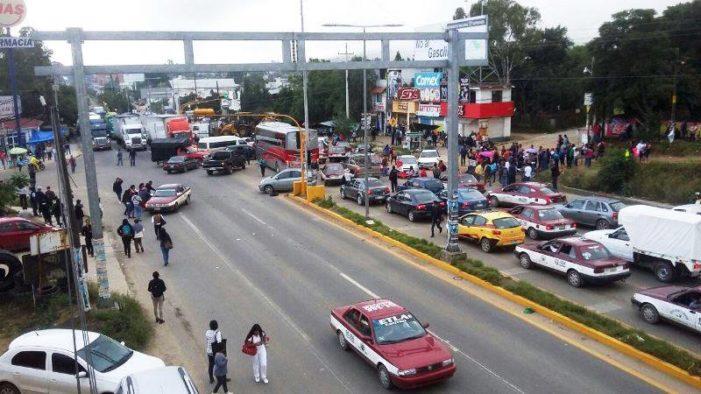 Maestros paralizarán Oaxaca con bloqueos contra 5° informe de Peña