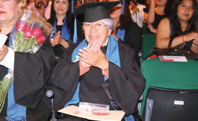 A sus 75 años mujer estudia al hilo dos licenciaturas y maestría en Derecho