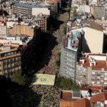 Catalanes festejan la Diada entre vítores independentistas