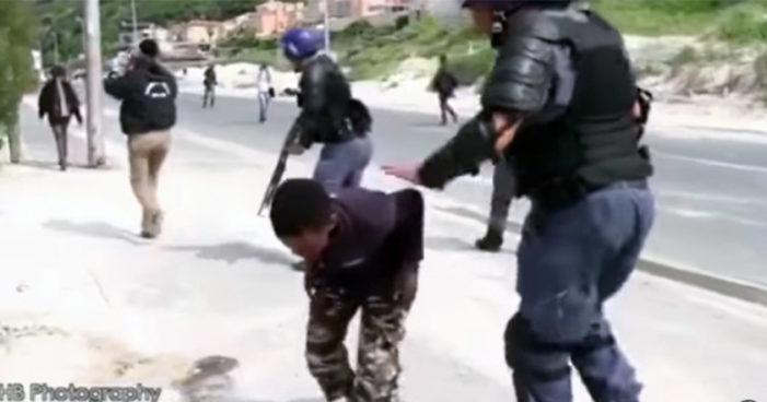 Policía hiere en la boca con balas de goma a niño de 14 años (Video)
