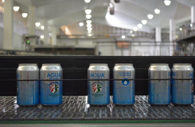 Dejan de producir cerveza y enlatan agua para afectados por el sismo