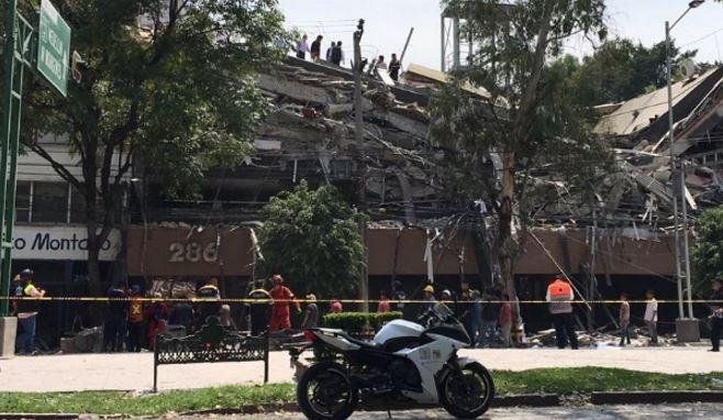 Van 24 personas rescatadas de los escombros de edificio derrumbado en Álvaro Obregón