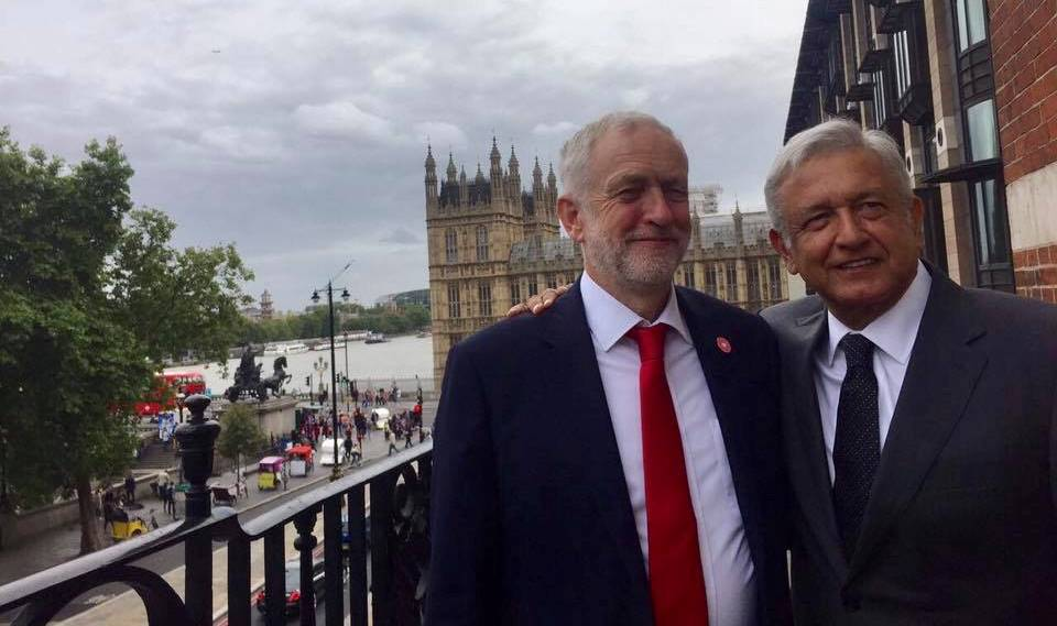 AMLO llega a Londres; visita el Parlamento