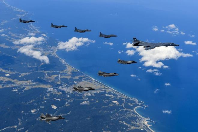 Bombarderos de Estados Unidos vuelan cerca de Corea del Norte