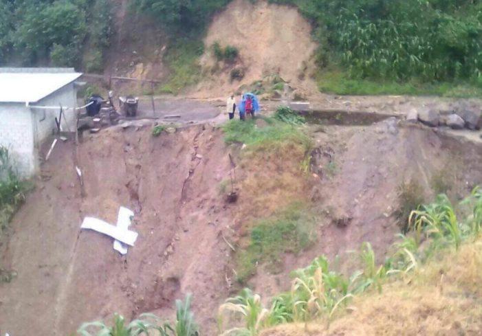 Se desgaja cerro en Chiapas por lluvias y réplicas del sismo, reportan dos muertos