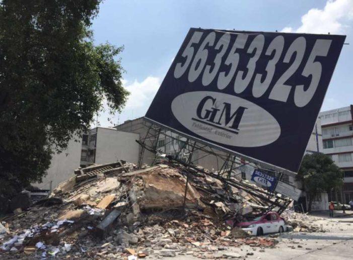 Edificios colapsados cargaban peso adicional de espectaculares prohibidos