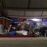 Por falta de albergue damnificados de Juchitán duermen a la intemperie