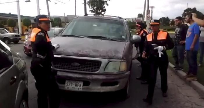 Conductora atropella a mujer y niña indígenas en Ecatepec (VIDEO)