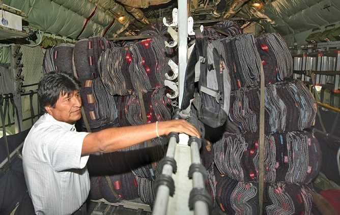 Presidente de Bolivia despacha primer envío de ayuda humanitaria para México