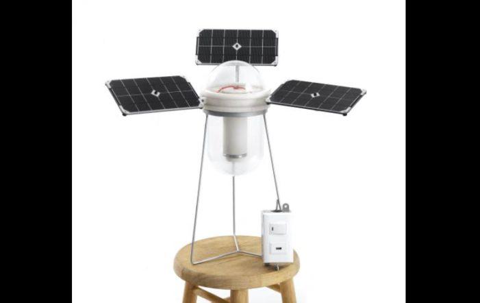 Mexicanos crean foco solar con PET, incluye puerto USB para recargar celulares