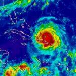 Expertos alertan por tres huracanes que se encuentran en el Atlántico