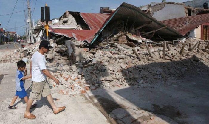 """Si tu casa blanca vendieras, Juchitán se reconstruyera"", reclama niña a Peña Nieto"