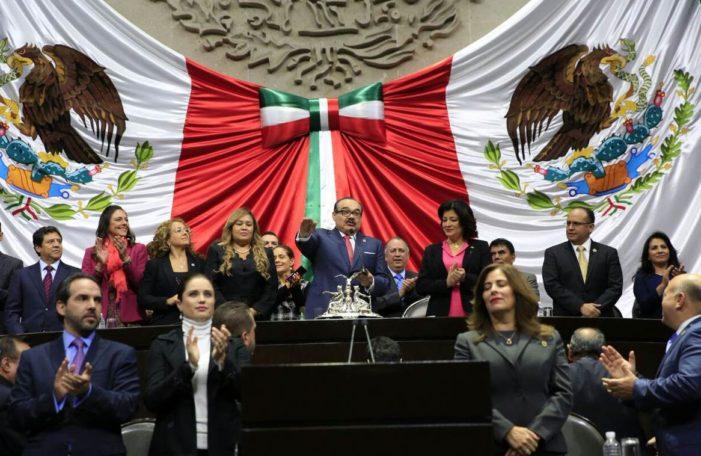 Diputados del PAN, PRD y MC entregan al PRI la presidencia de la Mesa Directiva (VIDEO)