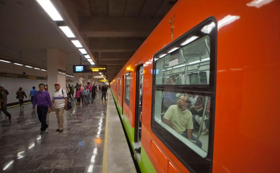 Retiran del Metro carteles falsamente atribuidos a Morena sobre supuestos subsidios al IVA