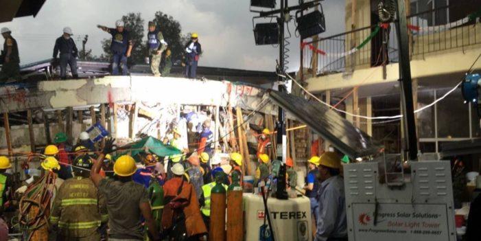 Lo que esta sucediendo al momento sobre el sismo #AyudaAMexico(Facebook y Twitter)