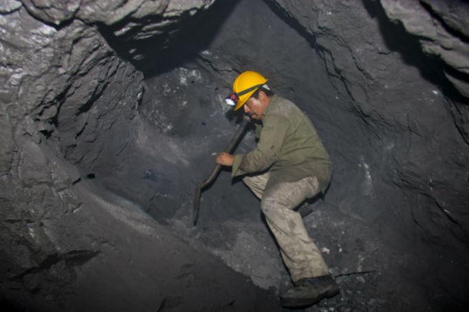 Mineros de Cánada y EU ganan hasta 5 veces más que un mexicano en un día