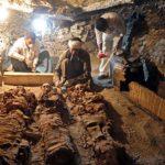 Hallan momias de tres mil 500 años en una tumba de Luxor, Egipto