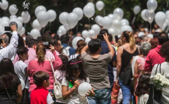 Padres despiden y rinden homenaje a niños fallecidos del Colegio Rébsamen