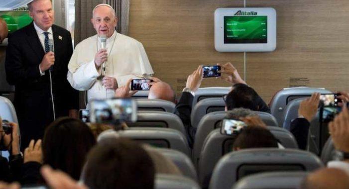 Al viajar a Colombia Papa Francisco pide rezar por el diálogo en Venezuela