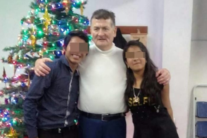 Pastor de 60 años se casa con niña de 12 'para crecerla y santificarla'