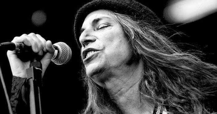 Dedica Patti Smith canción los 43 desaparecidos de Ayotzinapa (Video)