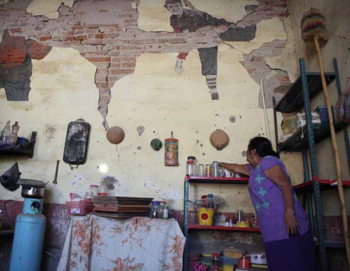 Adultas mayores de Juchitán no tienen ropa para cambiarse, la perdieron en el sismo
