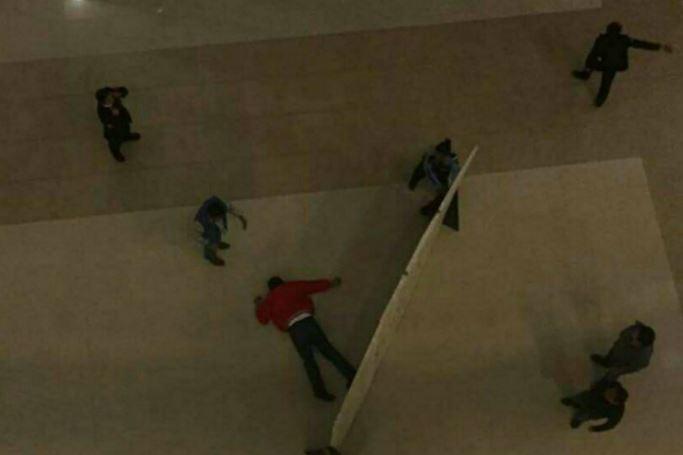Hombre se suicida en plaza Buenavista
