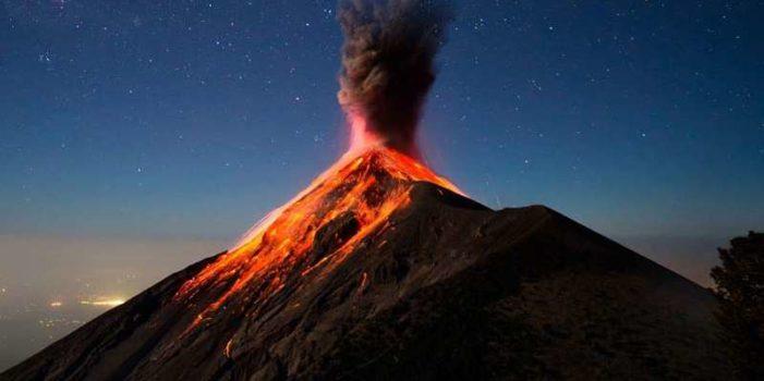 Entra en erupción el 'volcán de Fuego' en Guatemala