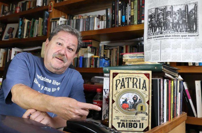 Paco Ignacio Taibo II invita a la feria del libro en el Zócalo (Video)